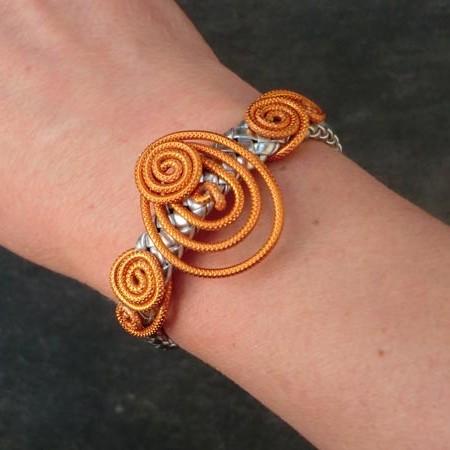 bracelet fantaisie femme en cuir tressé argent et fil aluminium safran
