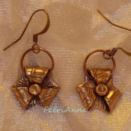 Boucles d'oreille fantaisie en bronze doré