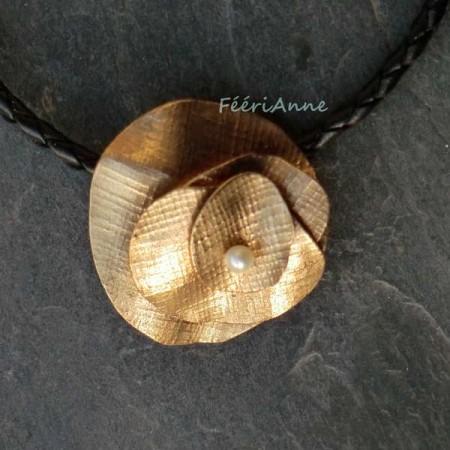 Pendentif en bronze doré et perle d'eau douce