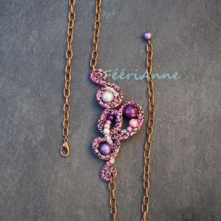 Head band artisanal unique recouvert de liberty prune et rose, agrémenté de perles magiques dans les mêmes tons