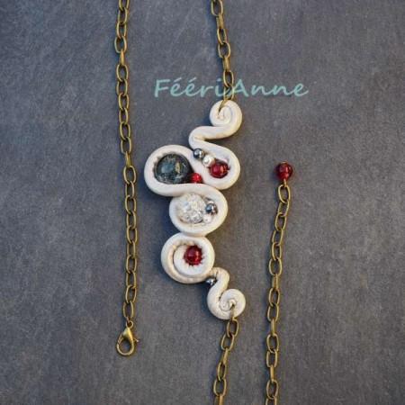 Head-band fantaisie imitation cuir ivoire agrémenté de perles de verre craquelé rouges et grises