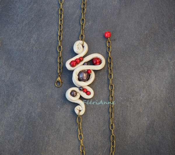 Head band artisanal ivoire nacré habillé de perles magiques rouges et grises